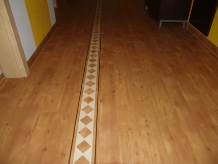 Design-Planken mit Dekorstreifen