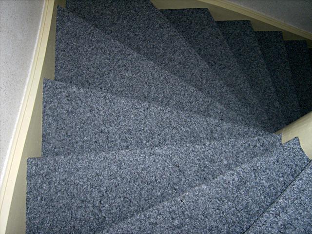 Treppenstufen mit Kugelgarn